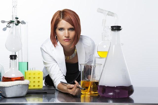 lab tech doing a urine drug test